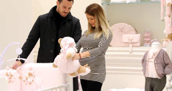 La ballerina Sabrina Ghio in dolce attesa fa shopping per il bebè