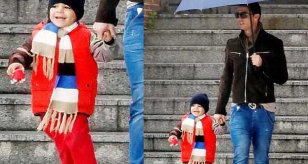 Cristiano Jr. Ronaldo, bello e sorridente a Madrid con papà