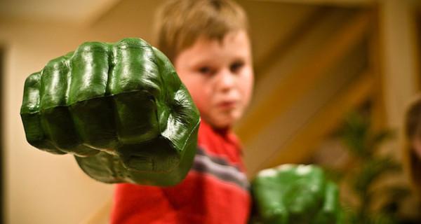 I pugni dell'Incredibile Hulk diventano un giocattolo firmato Hasbro
