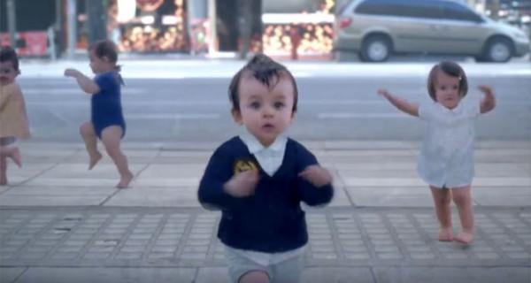 Grande successo per il nuovo spot Evian dove i bambini realizzano un simpatico balletto [Video]