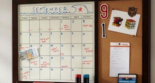 Accessori per la cameretta dei bimbi: bacheca per foto e note e calendario per i promemoria