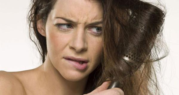 Capelli secchi e aridi in gravidanza? Ecco come risolvere questo problema