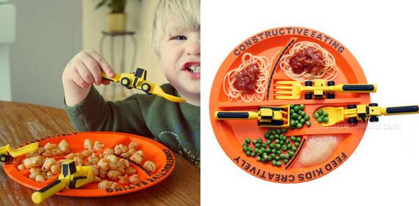 Posate e piatto per far mangiare e giocare i bambini a tavola