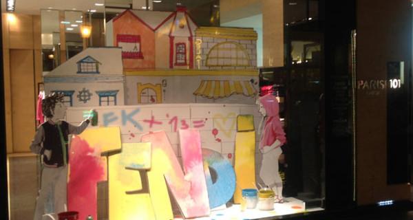 Colori e murales nella vetrina dedicata alla collezione PE 2013 di Fendi Junior