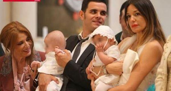Alessia Fabiani e suoi bimbi in abiti bianchi per il Battesimo