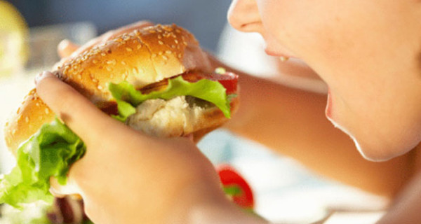 Quoziente intellettivo più basso per i bambini che mangiano al fast food: la ricerca