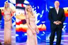 Michelle Hunziker incinta mostra la sua pancia sul palco di Paperissima
