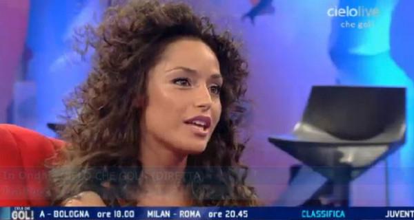 Raffaella Fico ospite da Simona Ventura chiede a Mario Balotelli di fare il padre