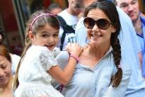 Suri Cruise stilista a 7 anni. Contratto di 1,5 milioni di dollari per la figlia di Tom Cruise