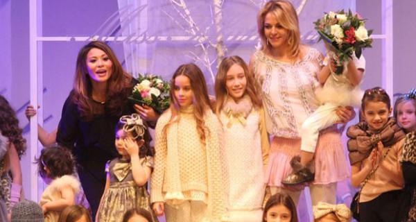 Pitti Bimbo, Claudia Gerini ha sfilato per Miss Blumarine con le sue figlie