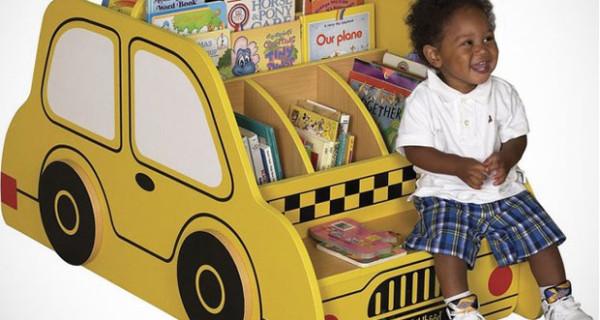 Libreria a forma di taxi giallo: perfetta per la cameretta