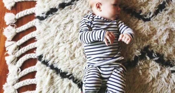 Maglia e leggings in cotone organico per neonati: protagoniste le righe