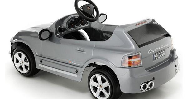 Porche Cayenne per bambini: le caratteristiche dell'automobile giocattolo