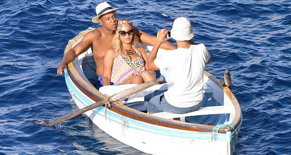 Beyoncè in vacanza a Capri insieme a Jay Z e la figlia Blue Ivy [Foto]
