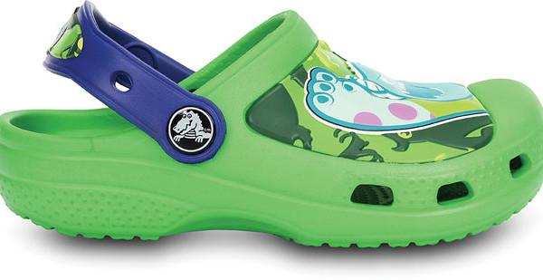 Crocs presenta il modello Monsters Clog con i personaggi di Monsters Inc. Mike e Sulley