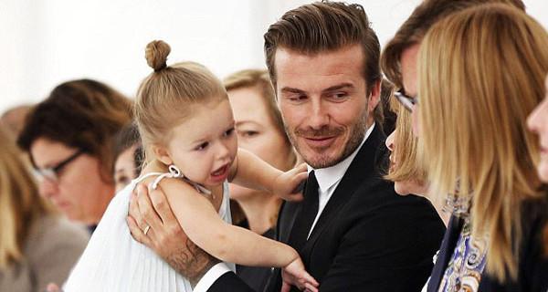 Harper Beckham in prima fila alla sfilata di mamma Victoria a New York