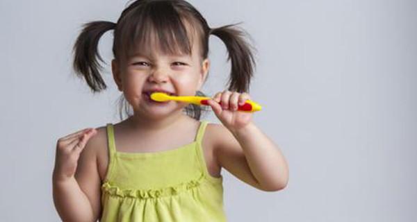Spazzolino e dentifricio: i prodotti per bambini perfetti per una corretta igiene orale
