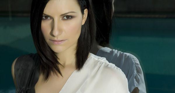 """Lo sfogo di Laura Pausini su Facebook: """"Sono mamma e devo proteggere mia figlia Paola Carta"""""""