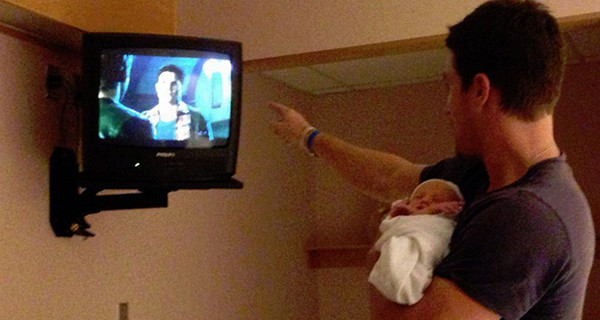 Stephen Amell, protagonista di Arrow, è diventato papà di Mavi Alexandra Jean