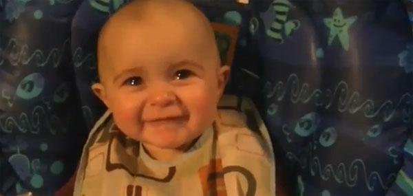 Quando la voce di una mamma fa commuovere il proprio bambino [Video]