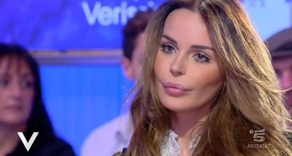 """Nina Moric ospite a Verissimo parla Fabrizio Corona: """"Nostro figlio Carlos è infelice"""""""