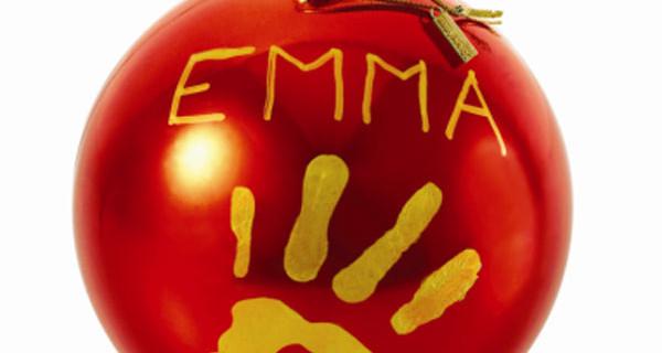 Baby Art presenta la Christmas Ball personalizzabile per ricordare il primo Natale