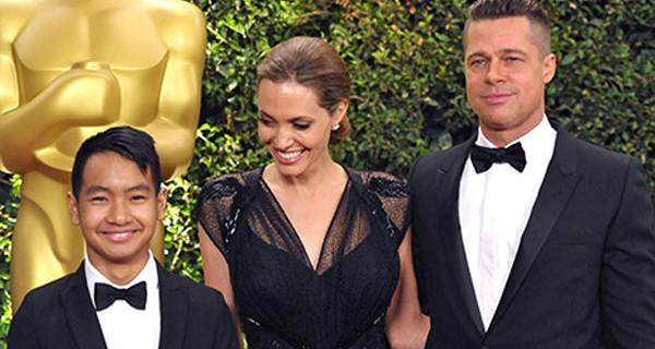 Angelina Jolie sul red carpet insieme a Brad Pitt e al figlio Maddox [Foto]