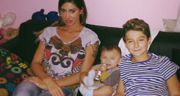 """Belen Rodriguez triste: """"Mio figlio Santiago non mi assomiglia"""". Sei d'accordo?"""
