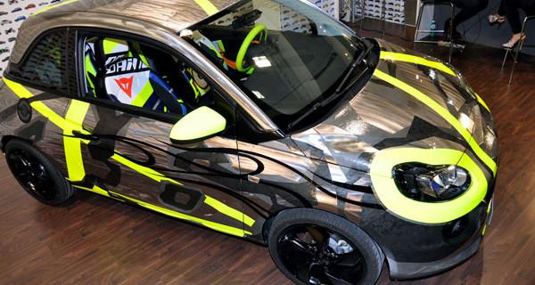 Valentino Rossi, Opel Adam e Dainese insieme per aiutare i bambini