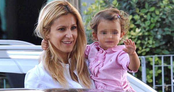 """Adriana Volpe mamma: """"Da quando c'è mia figlia il Natale per me ha un senso diverso"""""""