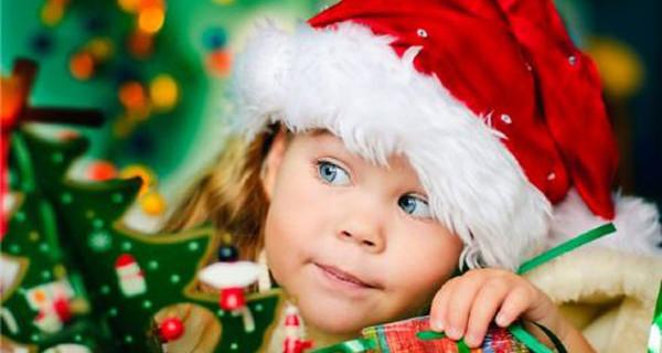 Come fare un albero di Natale a prova di bambino? Ecco i nostri consigli