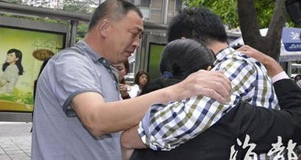 Rapito 23 anni fa in Cina, ritrova i suoi genitori grazie a Google Maps