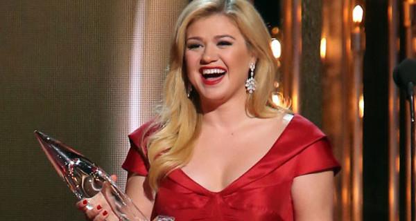 """Kelly Clarkson incinta di una bambina: """"Solo una bimba potrebbe causare tanto dramma"""""""