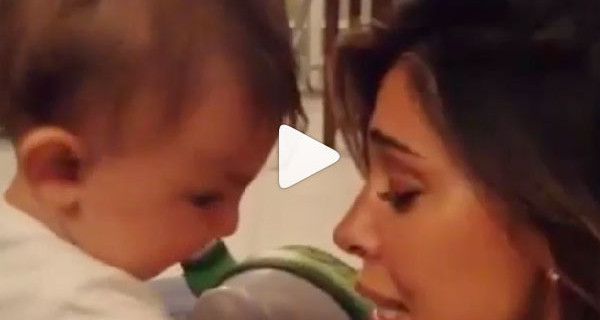 """""""Santiago mi dai un bacio?"""" Ecco il video di Mamma Belen insieme al suo bimbo [Video]"""