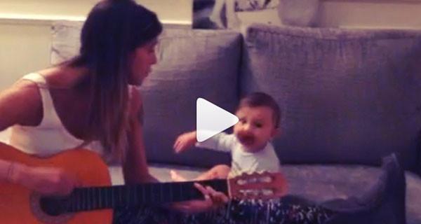 Belen suona e canta per il piccolo Santiago: il nuovo video di Instagram [Video]