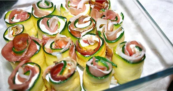 Ricetta degli involtini di prosciutto con mozzarella e zucchine: un piatto gustoso per bambini