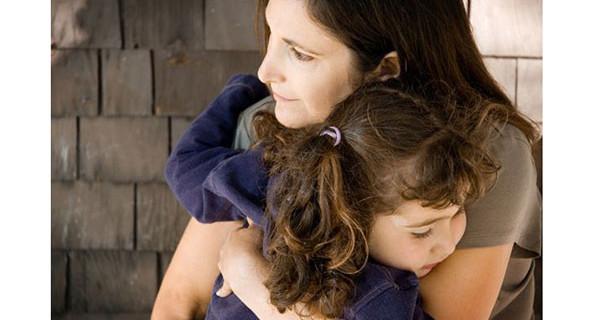 Bambina di sei anni salva la vita a sua mamma