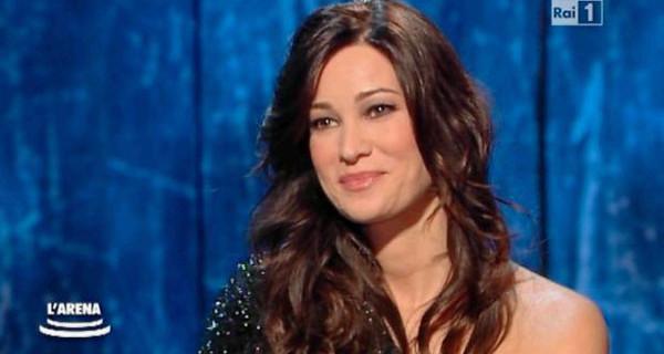 """Manuela Arcuri incinta di un maschietto: """"Io e Michelle Hunziker siamo due mamme diverse"""""""
