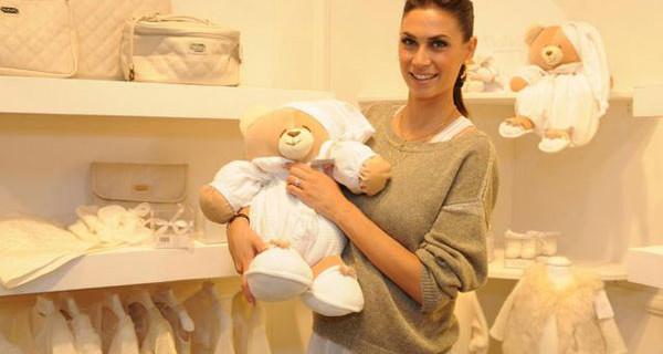 Melissa Satta incinta a Pitti Bimbo:  shopping per il bebè nello stand Nanan