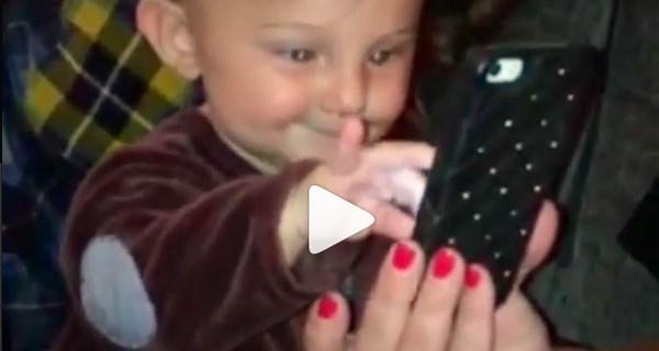 Santiago De Martino social: guarda il video di come gioca con il cellulare