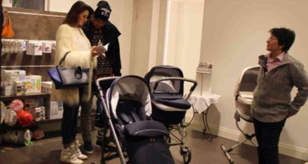 Melissa Satta e Kevin Boateng per il loro bimbo scelgono la carrozzina firmata Inglesina