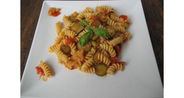 Pasta con verdure: la ricetta del primo piatto ideale per i bimbi