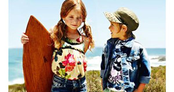 Sole, mare e surf: gli ingredienti della campagna pubblicitaria PE 2014 di Replay&Sons