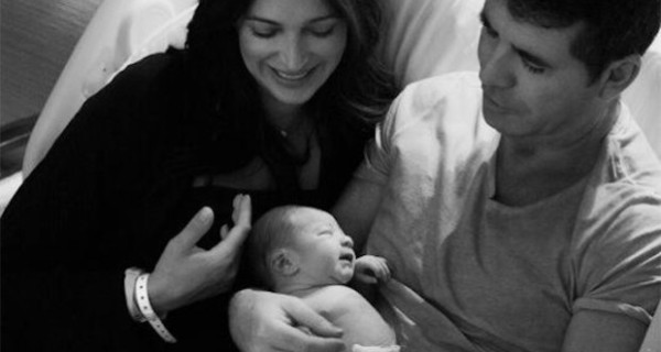 Simon Cowell papà per la prima volta: le foto del suo bambino su Twitter