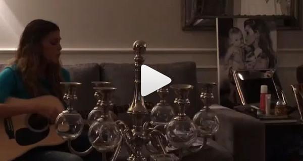 Il nuovo video di Instagram di Belen: si prepara a Sanremo cantando e suonando la chitarra [Video]