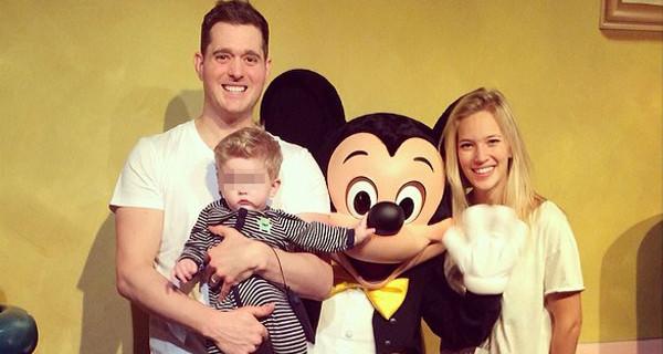 """Michael Bublè porta a Disneyland il suo bimbo: """"Da quando sono padre la mia vita è cambiata"""""""