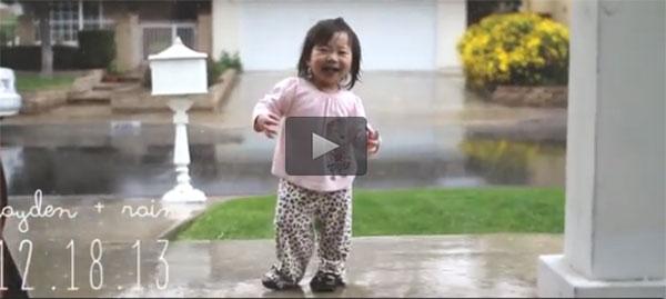 La bimba che scopre la pioggia: il video che sta incantando il web
