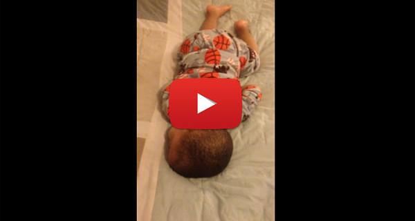 Il Video che sta facendo il giro del web: il bambino che si sveglia ballando [VIDEO]