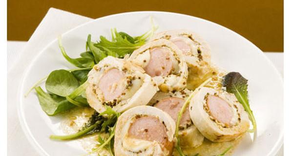 Involtini di pollo e wurstel: la ricetta di un piatto gustoso per i bambini