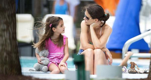 """Intervista a Katie Holmes: """"Mia figlia Suri è più importante di tutto"""""""